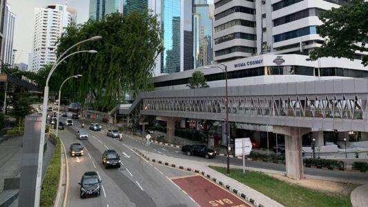 マレーシアで自動車に乗る