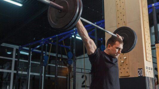 スポーツで身体を鍛える